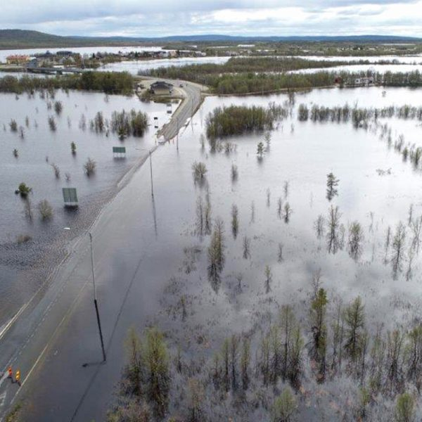 Lapin ELY-keskus: Karesuvanto 9.6.2020 tulvan ollessa huipussaan